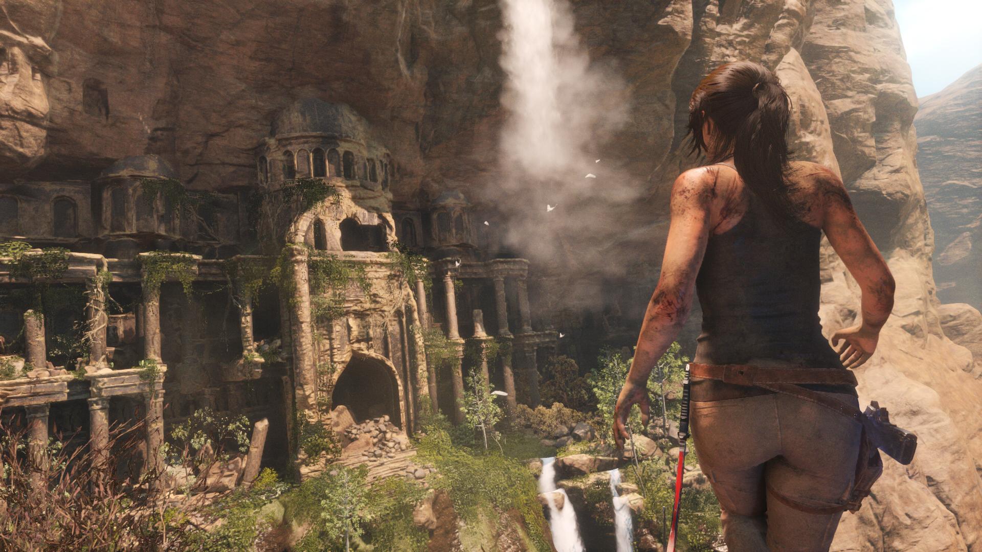 Lara zmierza w stronę opuszczonych (czy aby na pewno...?) ruin.